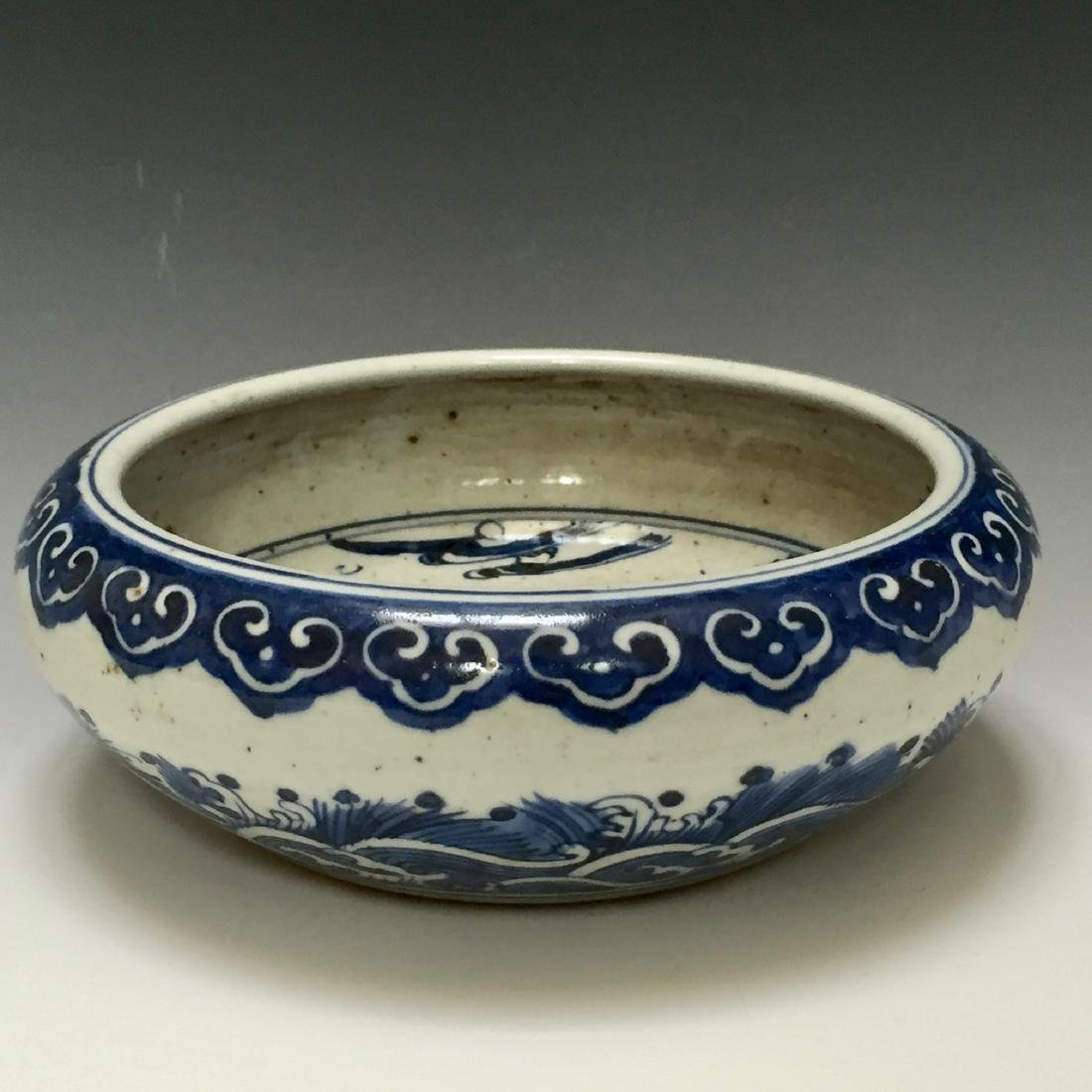 CHINESE ANTIQUE BLUE AND WHITE WATER POT