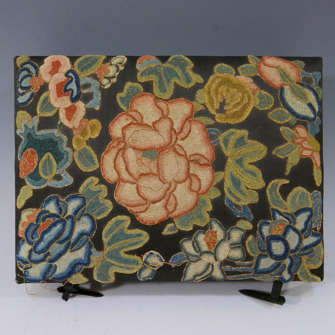 ANTIQUE CHINESE KESI SILK EMBROIDERED JEWELRY BOX