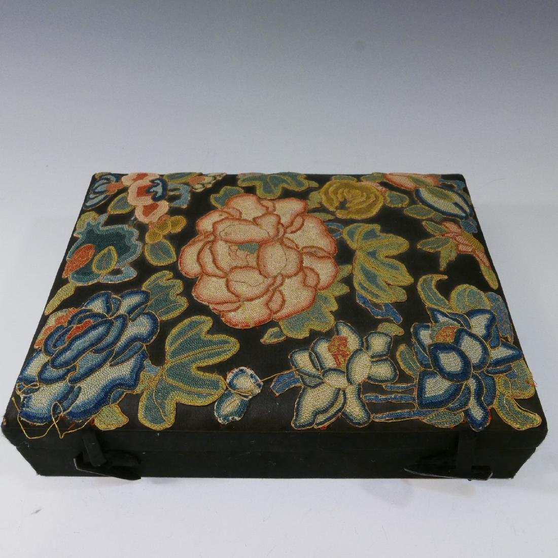 ANTIQUE CHINESE KESI SILK EMBROIDERED JEWELRY BOX - 8