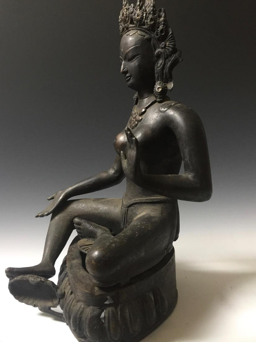 CHINESE ANTIQUE BRONZE OF GUANYIN - 9