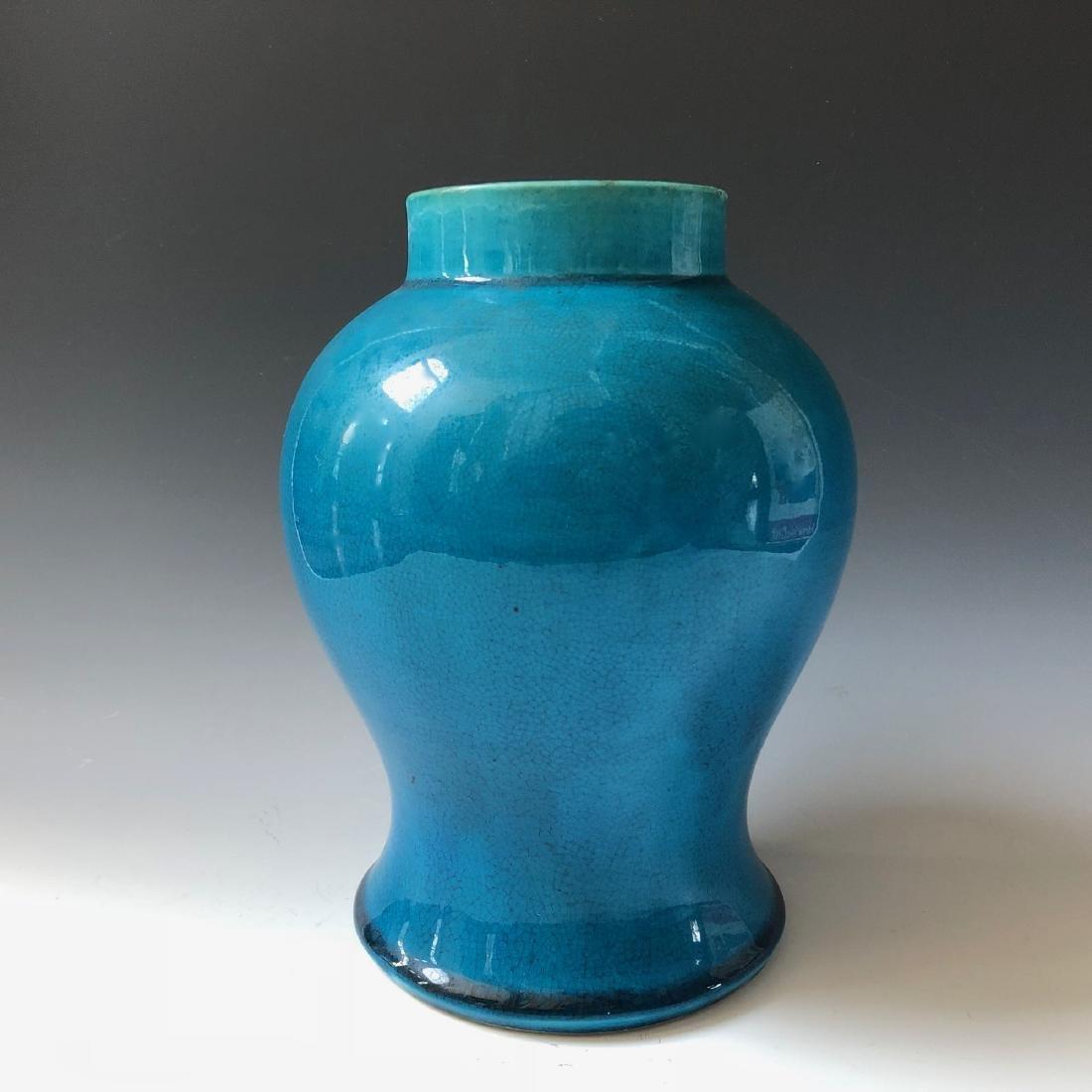 A CHINESE ANTIQUE BLUE GLAZED VASE, 19C