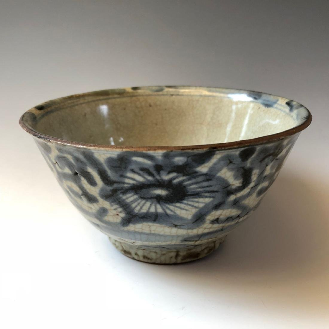 CHINESE ANTIQUE BLUE AND WHITE BOWL, MING DYNASTY