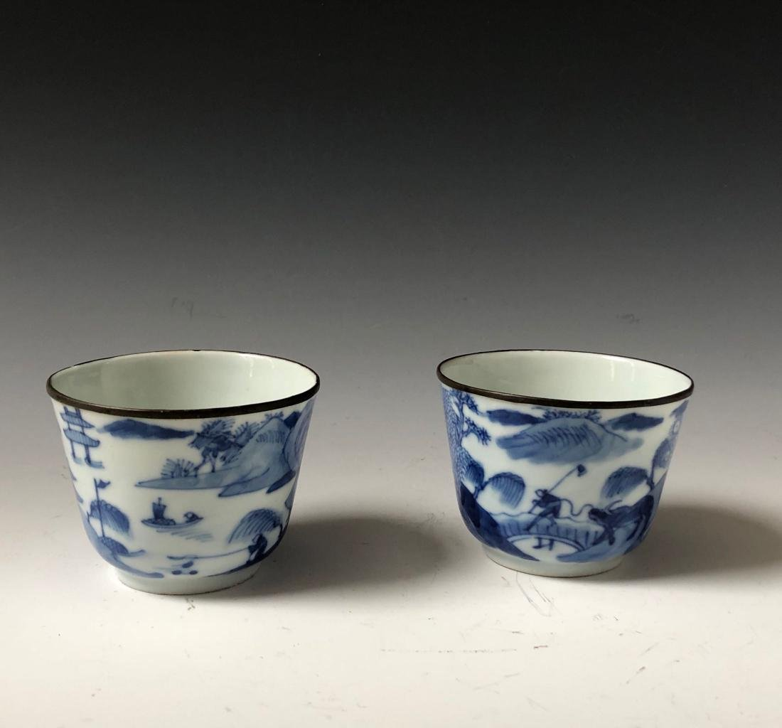 A PAIR OF CHINESE ANTIQUE BLUE AND WHITE CUPS , MARKED.