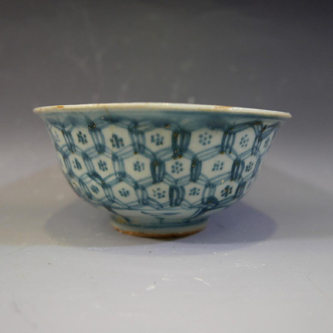 ANTIQUE CHINESE BLUE WHITE PORCELAIN BOWL - MING
