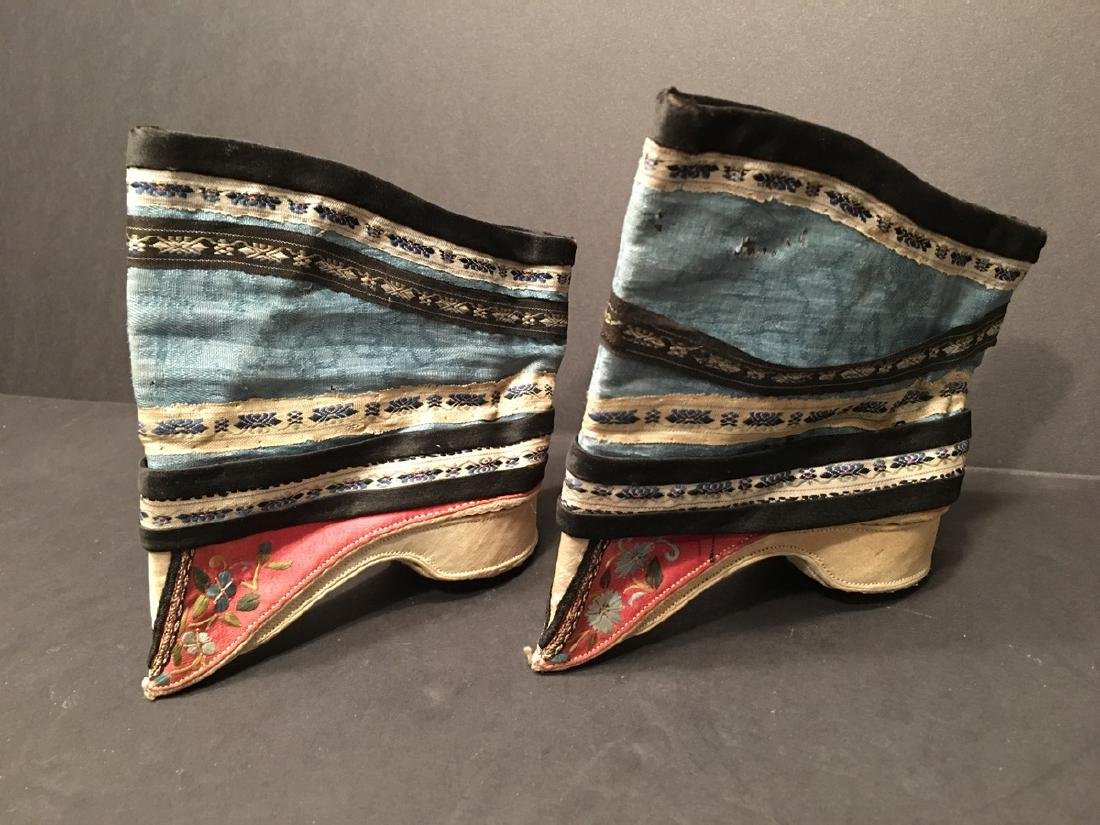 ANTIQUE Chinese Pair of Embroidery Shoes, Qing period.