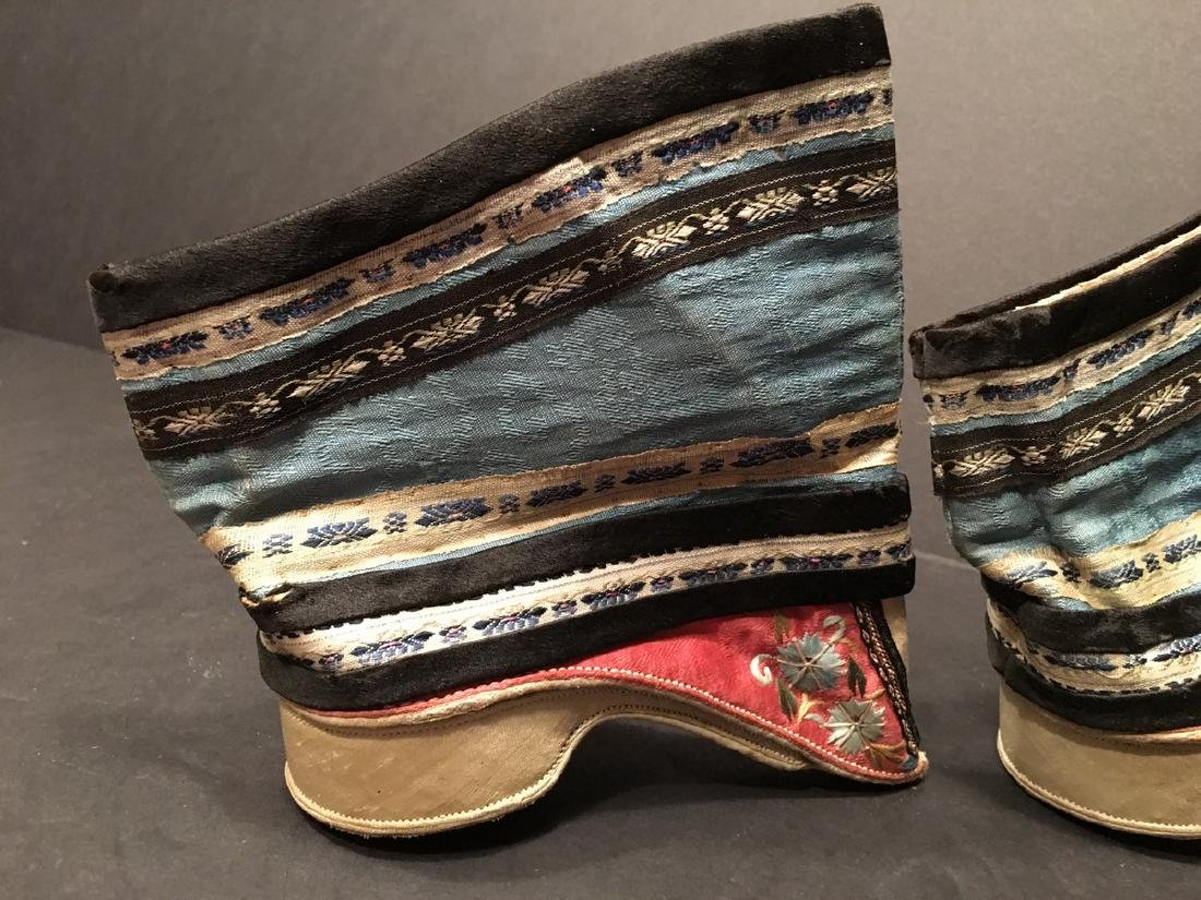 ANTIQUE Chinese Pair of Embroidery Shoes, Qing period. - 4