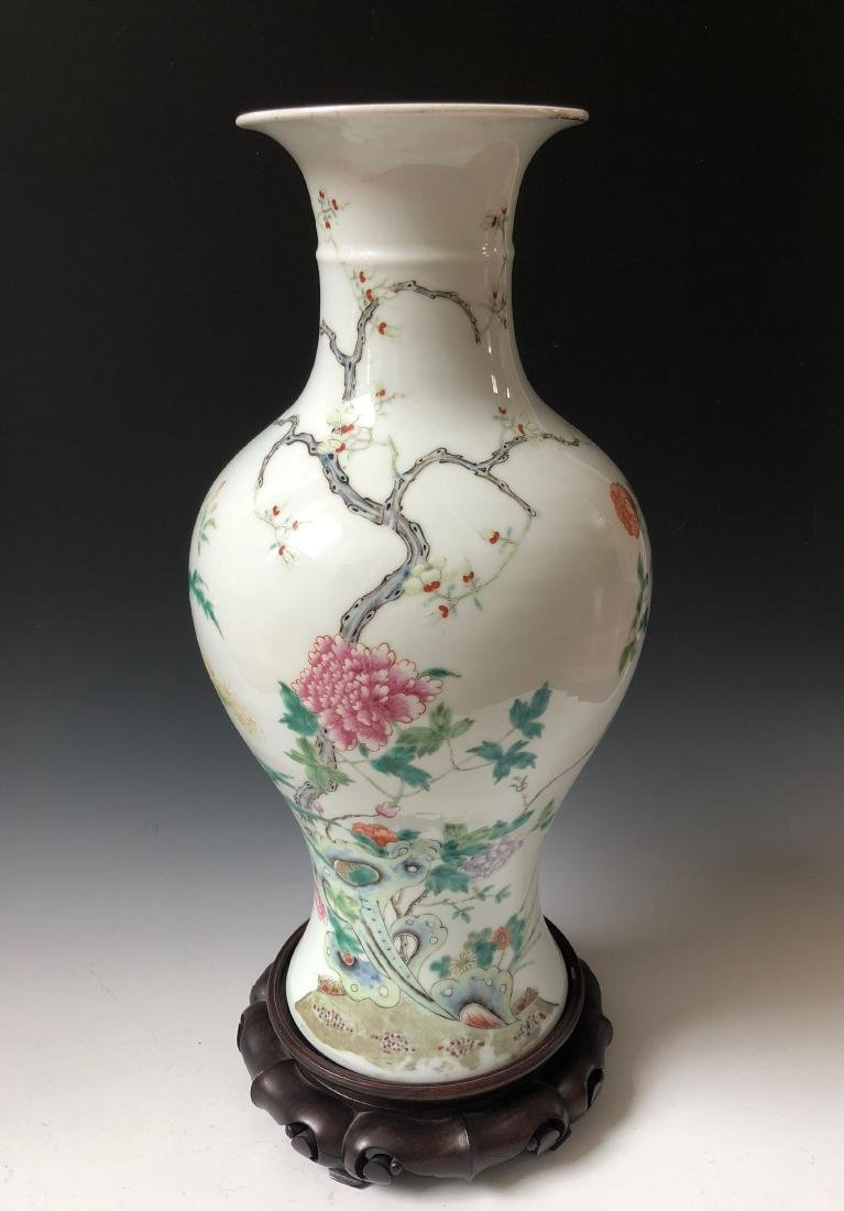 A BEAUTIFUL CHINESE ANTIQUE FAMILLE ROSE VASE.19C