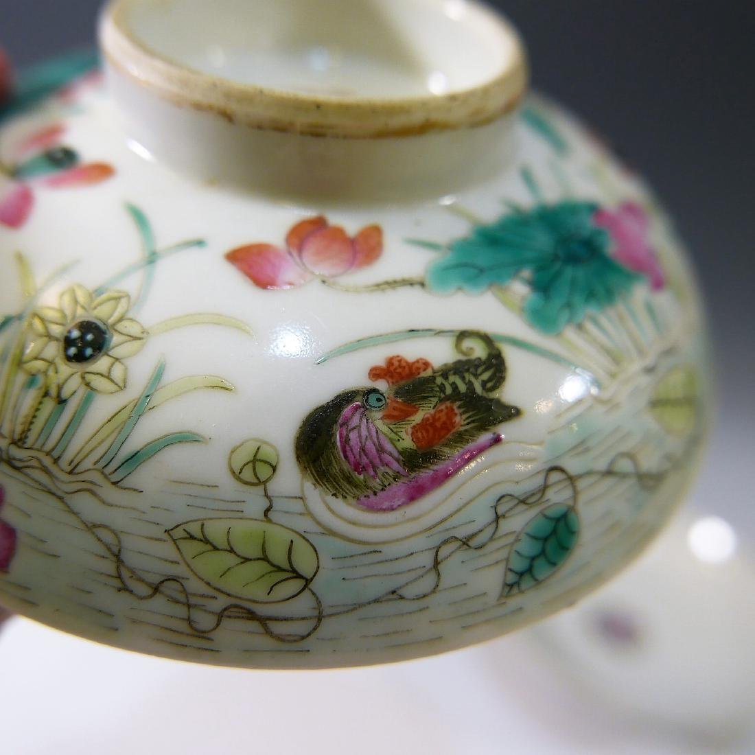 CHINESE ANTIQUE FAMILLE ROSE COVER BOWL - 8