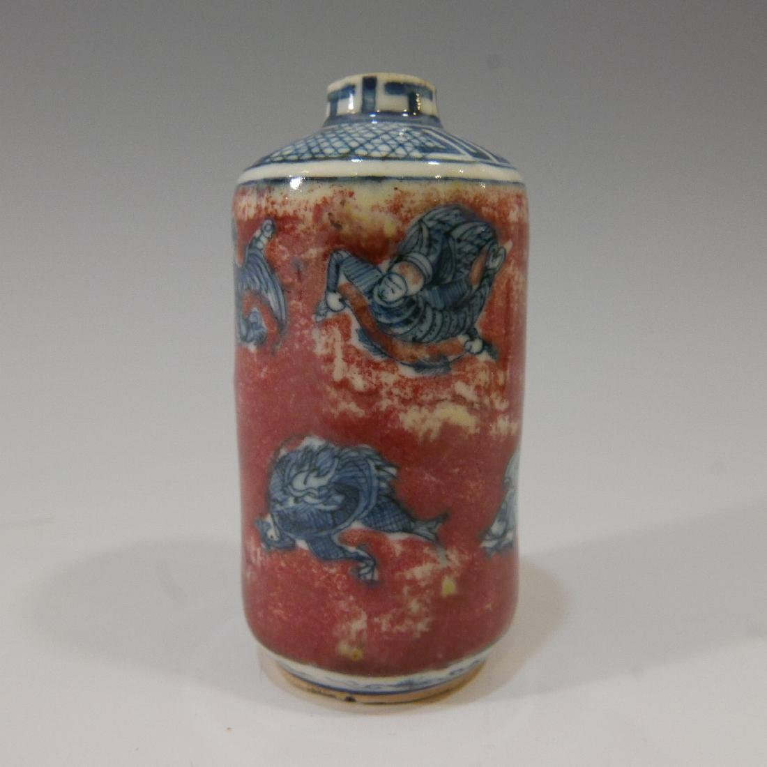 CHINESE ANTIQUE SNUFF BOTTLE - BLUE WHITE & COPPER RED