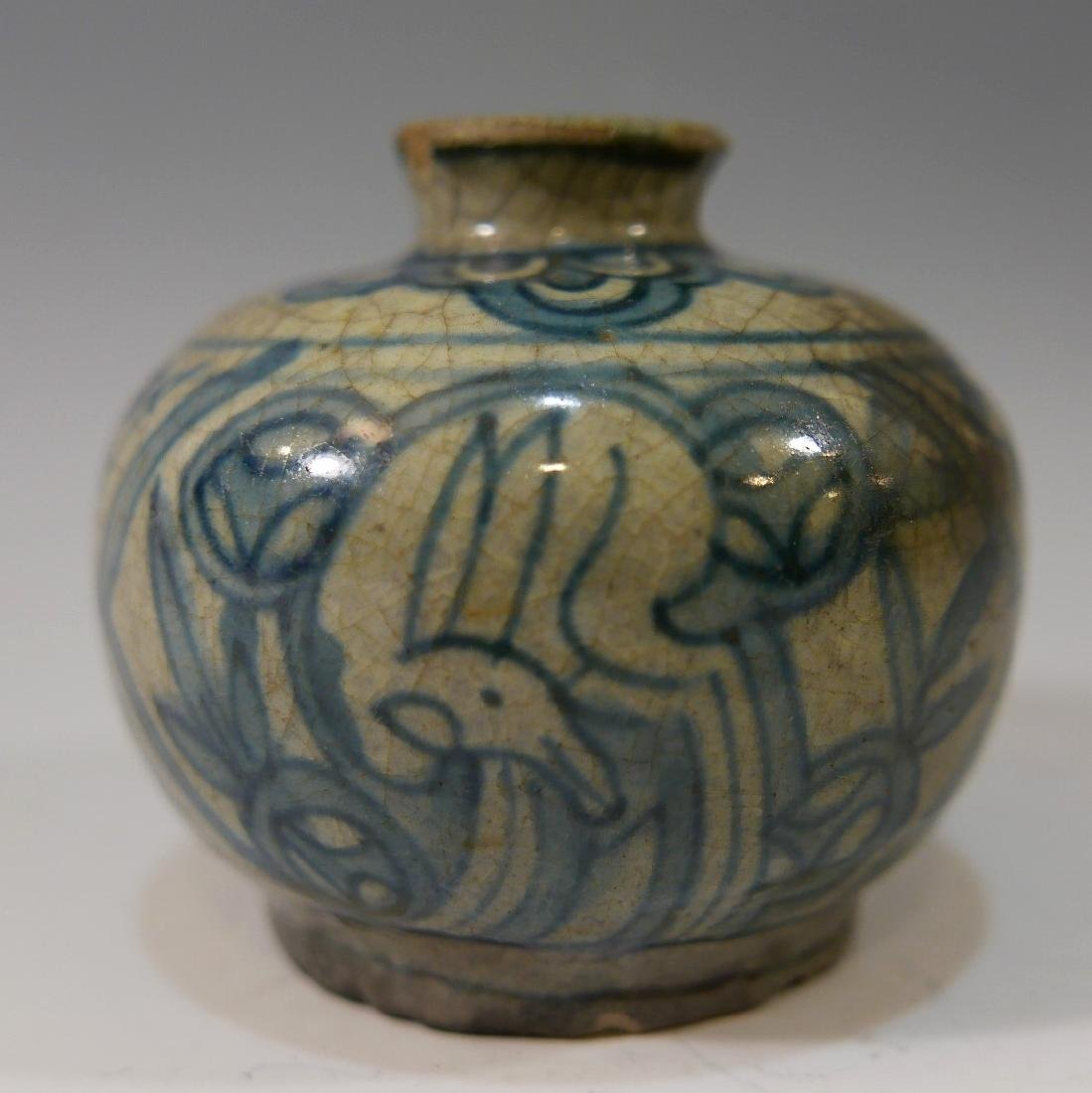 CHINESE ANTIQUE BLUE AND WHITE JAR - MING DYNASTY - 2