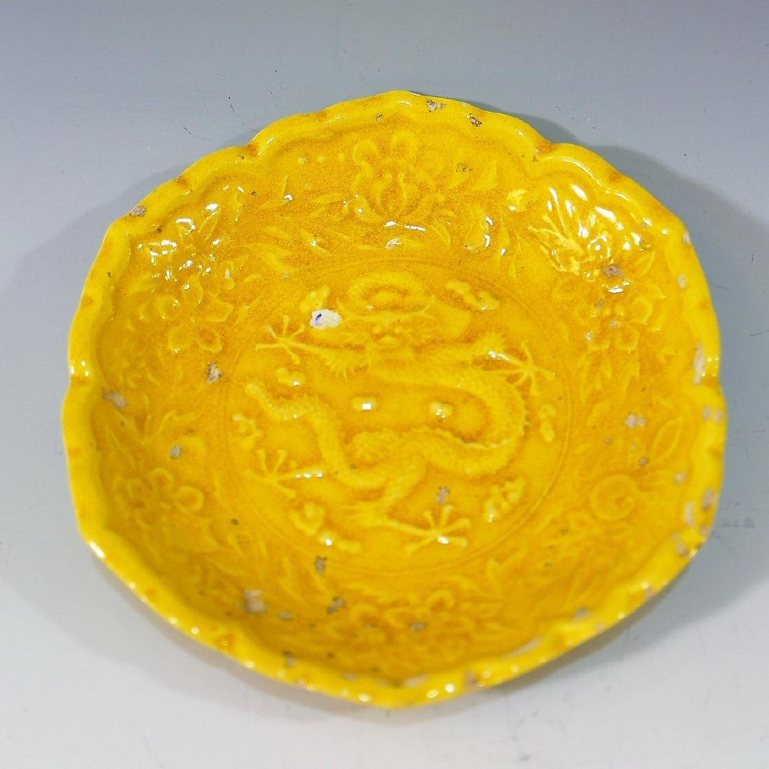 CHINESE ANTIQUE YELLOW GLAZE DISH