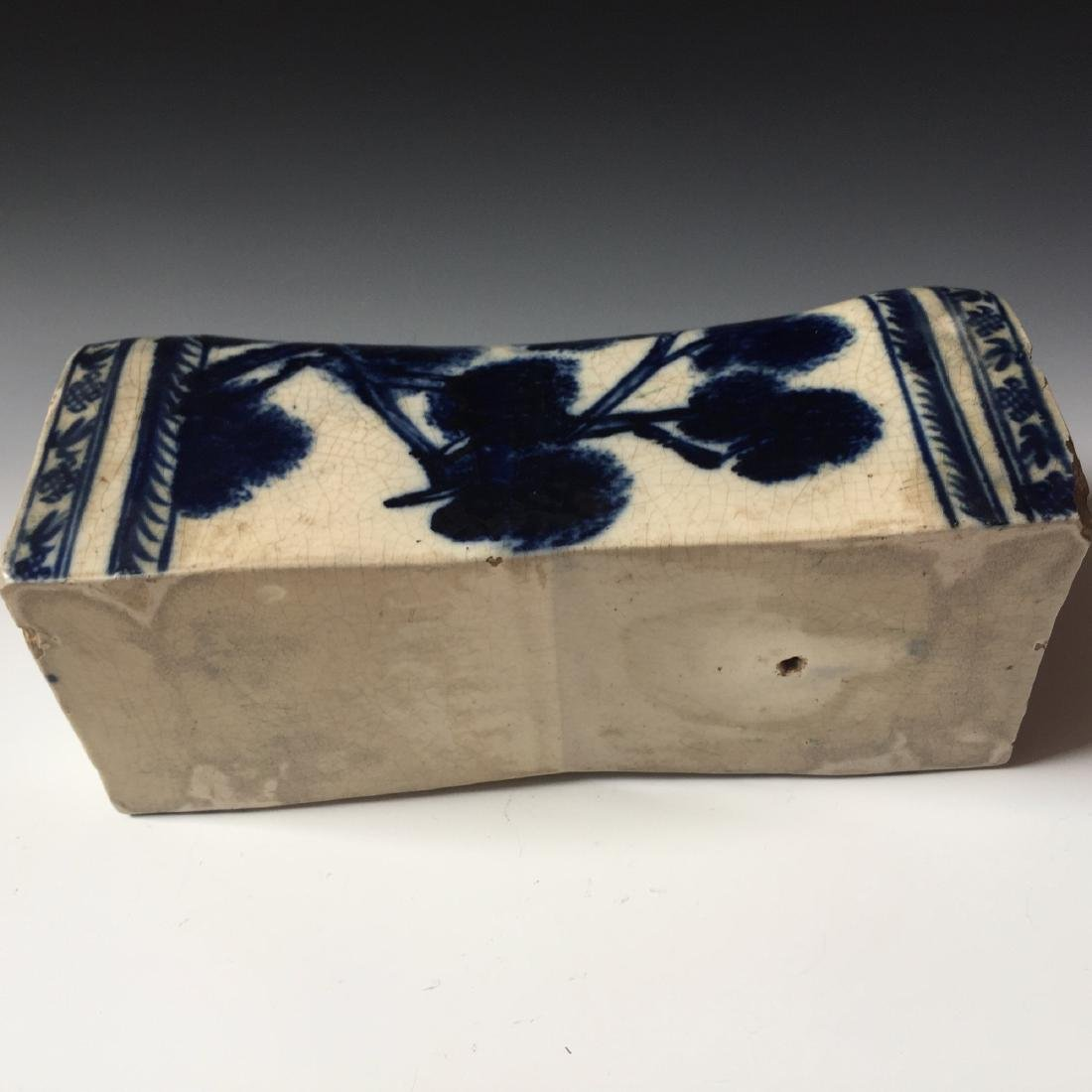 A CHINESE ANTIQUE BLUE AND WHITE PORCELAIN PILLOW, - 5