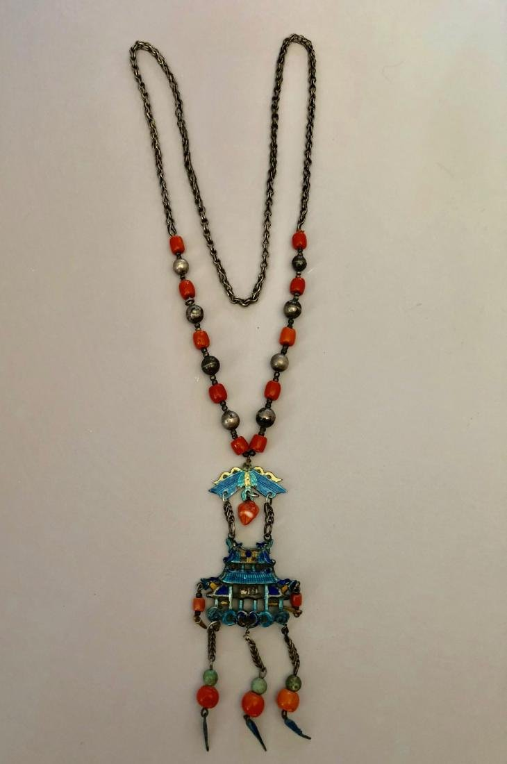 A BEAUTIFUL CHINESE SILVER CORAL AND ENAMEL NECKLACE