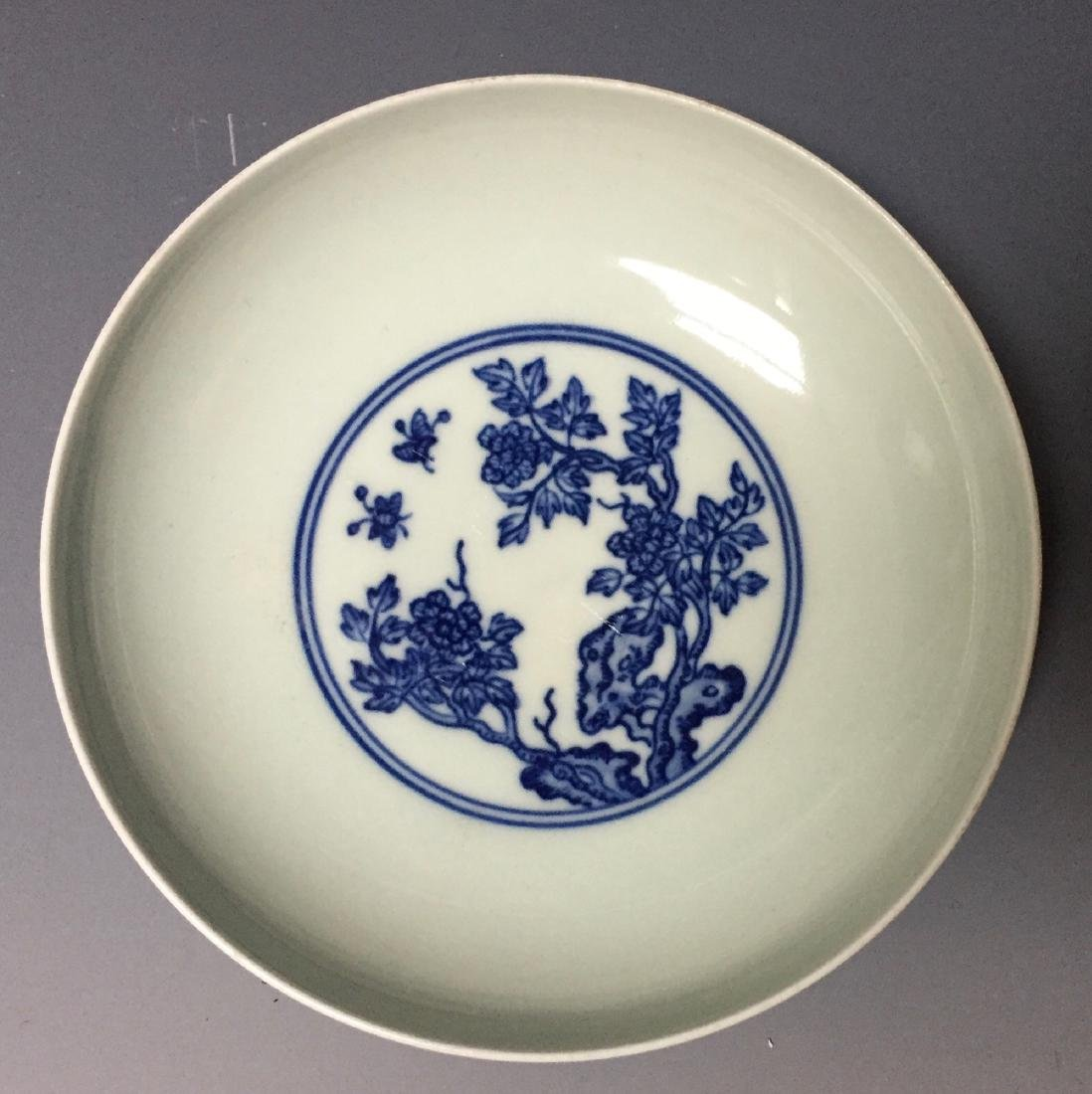 A PAIR OF CHINESE ANTIQUE BLUE AND WHITE PLATES , - 2