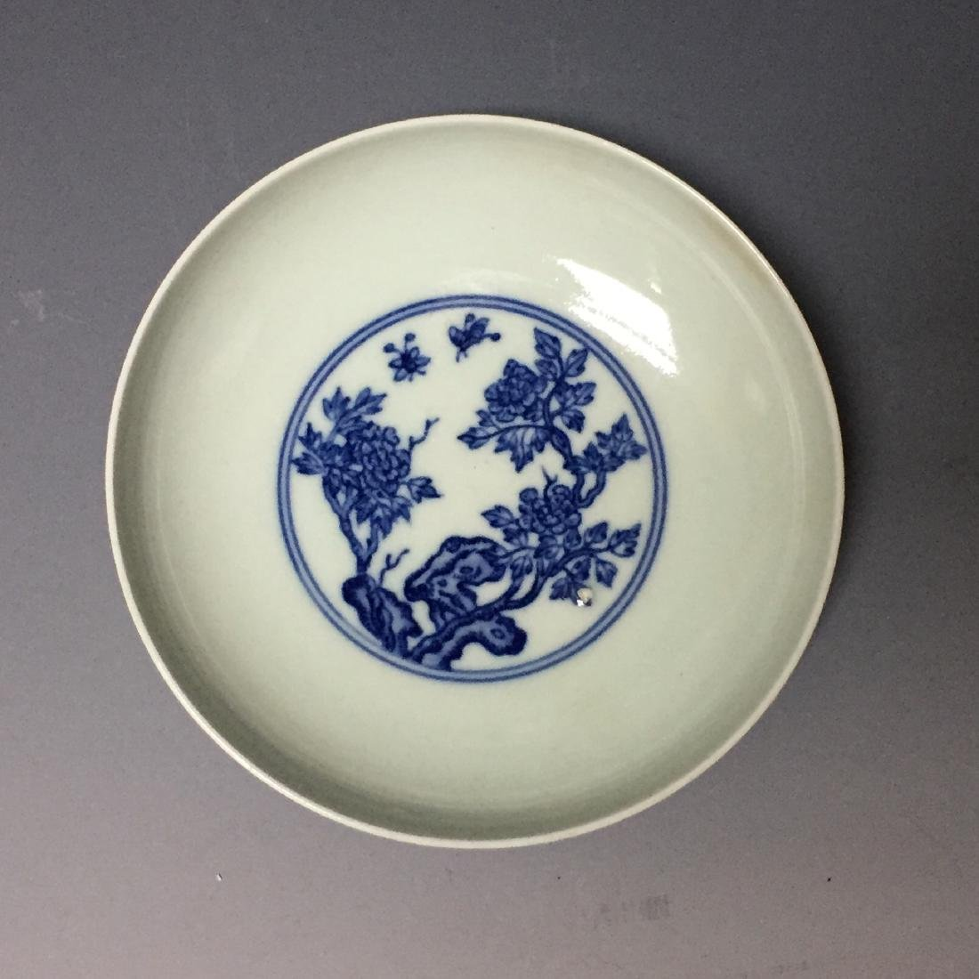 A PAIR OF CHINESE ANTIQUE BLUE AND WHITE PLATES , - 3