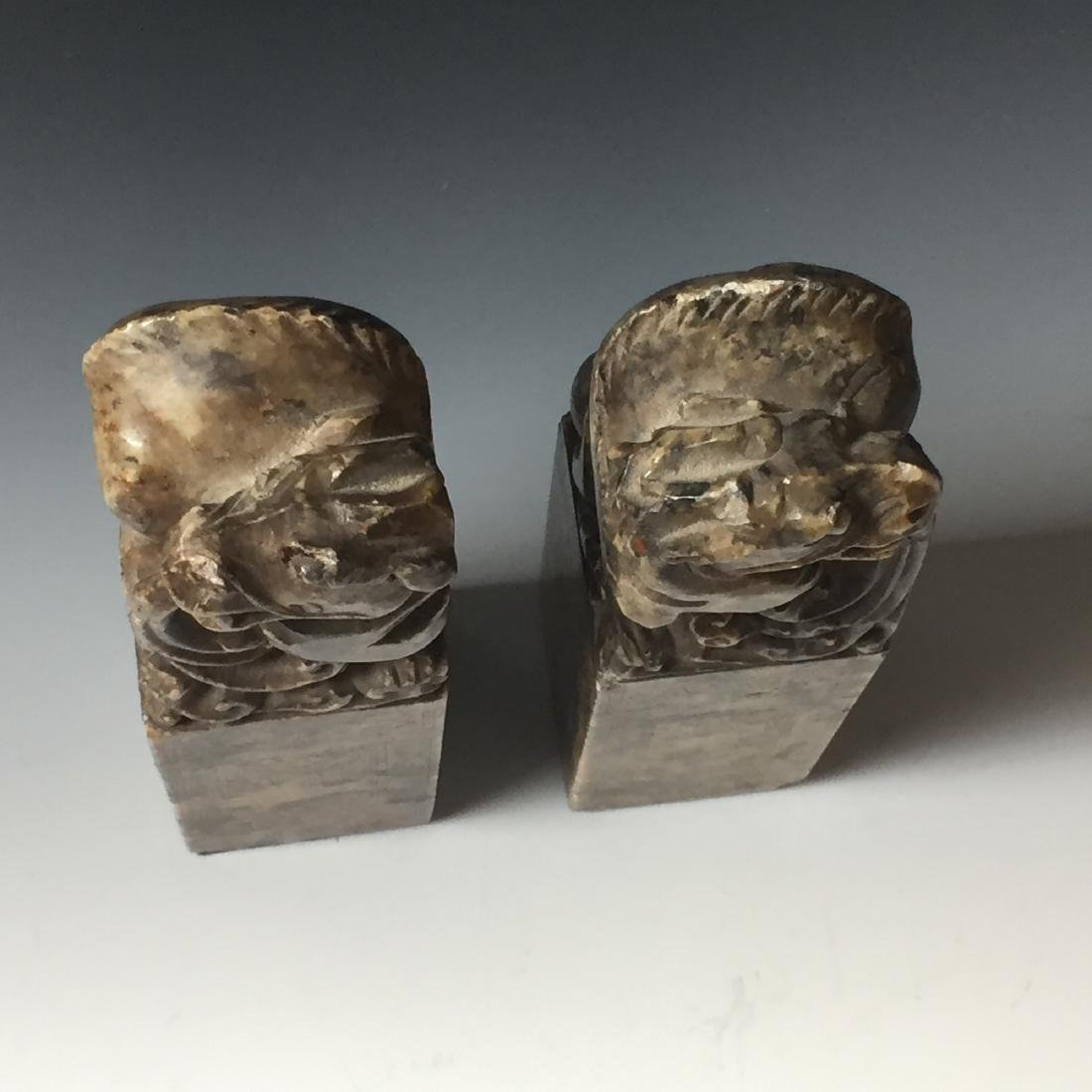 A PAIR OF ANTIQUE CARVED SOAPSTONE DRAGAN SEAL - 3