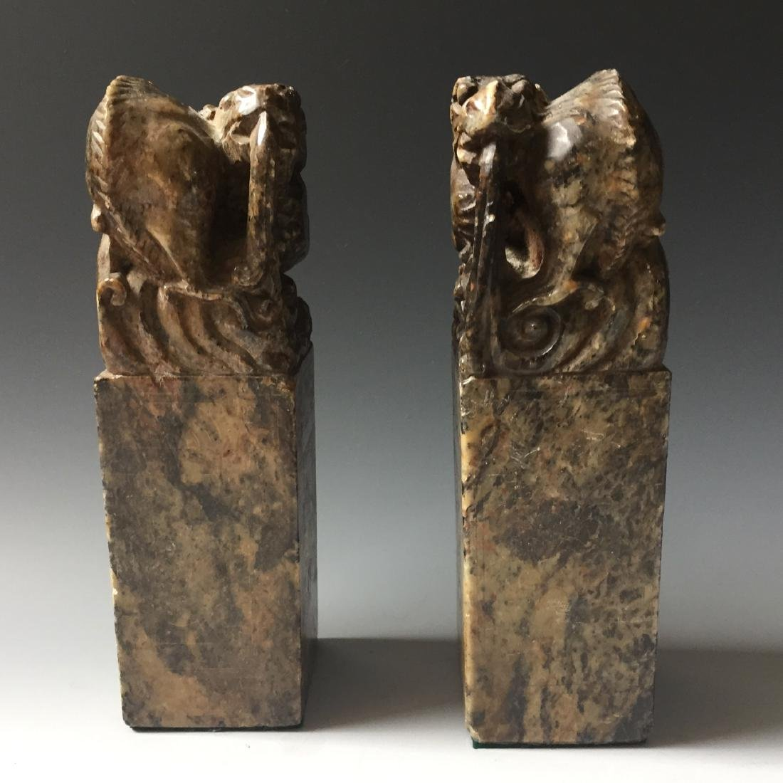 A PAIR OF ANTIQUE CARVED SOAPSTONE DRAGAN SEAL - 5