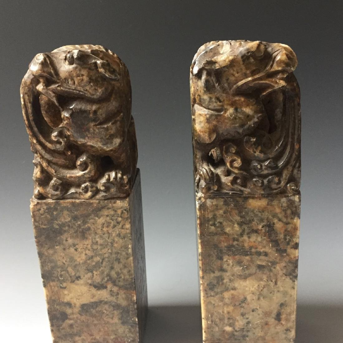 A PAIR OF ANTIQUE CARVED SOAPSTONE DRAGAN SEAL - 6