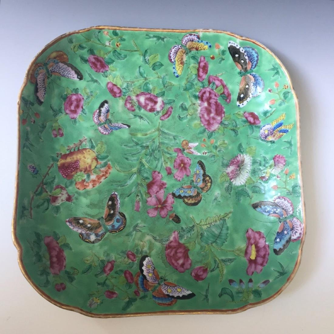 A FINE CHINESE ANTIQUE FAMILL ROSE PORCELAIN DISH,19C