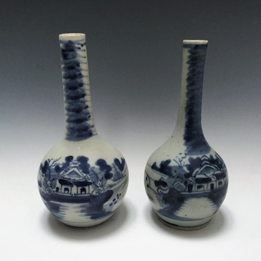 A PAIR CHINESE ANTIQUE BLUE AND WHITE PORCELAIN  VASES