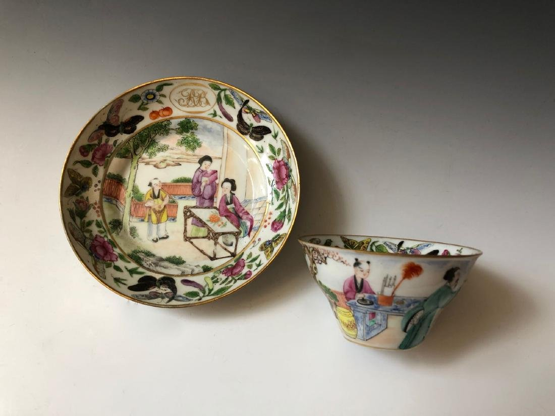 A SET OF CHINESE ANTIQUE FAMILLE ROSE PORCELAIN CUP AND