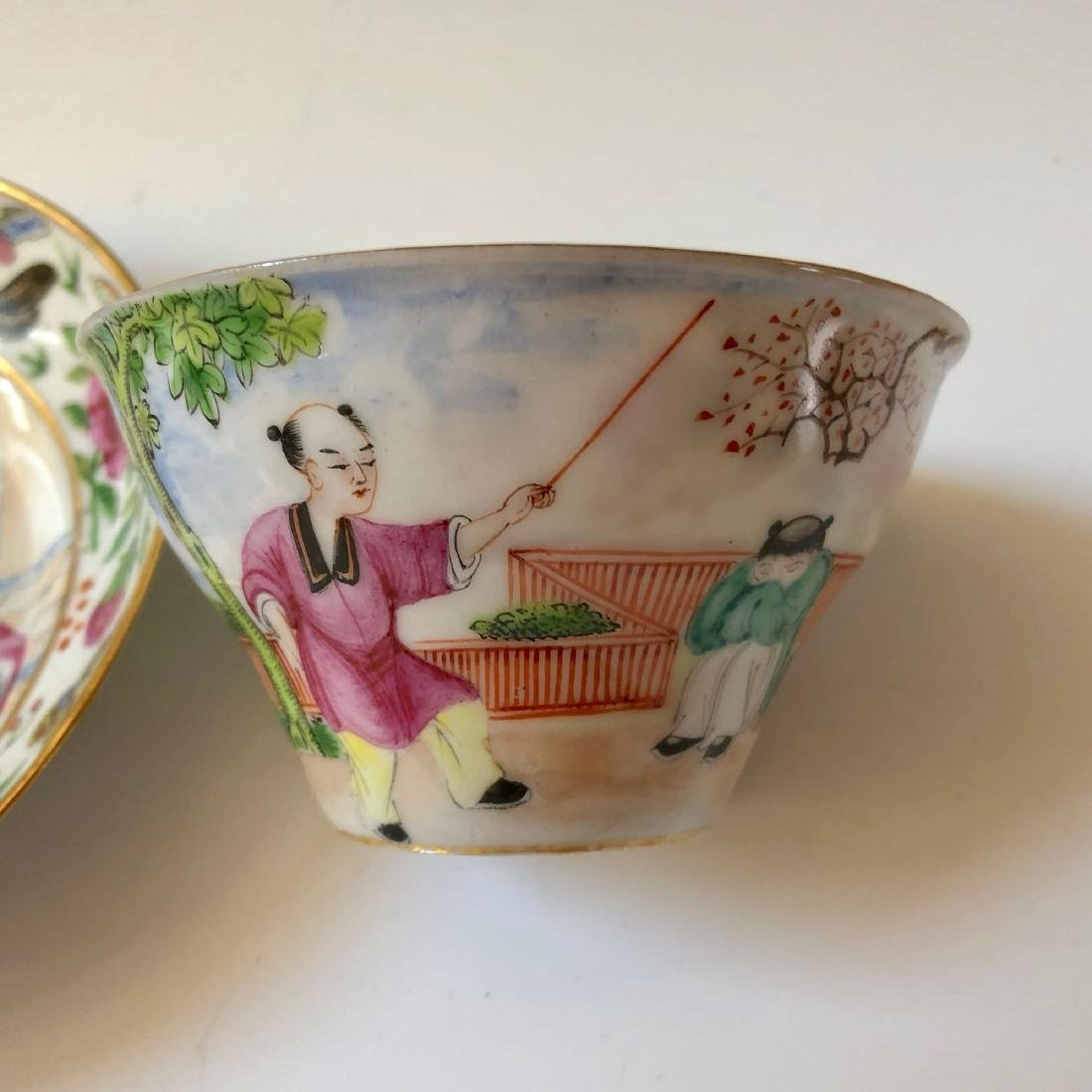 A SET OF CHINESE ANTIQUE FAMILLE ROSE PORCELAIN CUP AND - 3