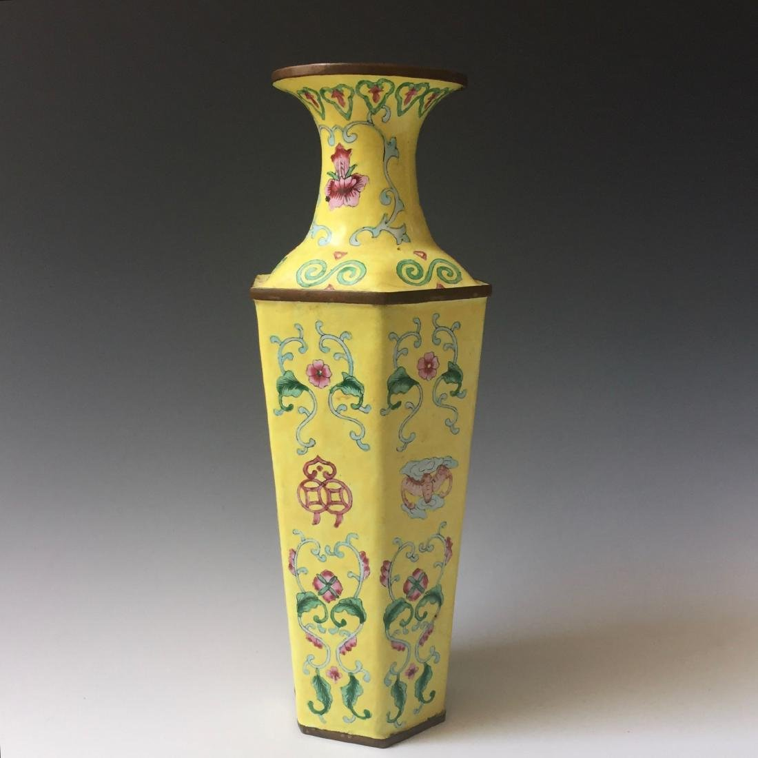 A FINE CHINESE YELLOW ENAMELLED VASE. 19C
