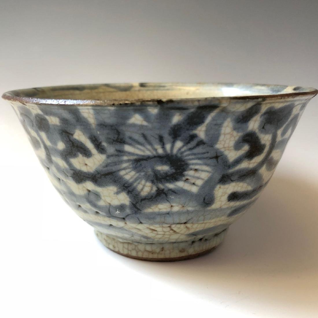 CHINESE ANTIQUE BLUE AND WHITE BOWL, MING DYNASTY - 4
