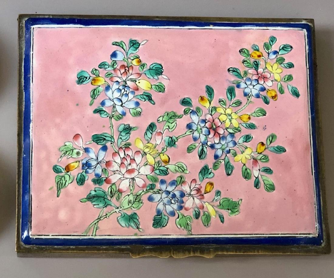 A CHINESE ANTIQUE CIGARETTE ENAMEL BOX