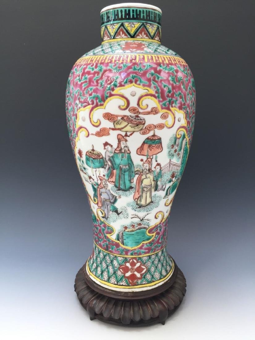 CHINESE ANTIQUE FAMILLE ROSE VASE, 18TH OR 19TH CENTURY