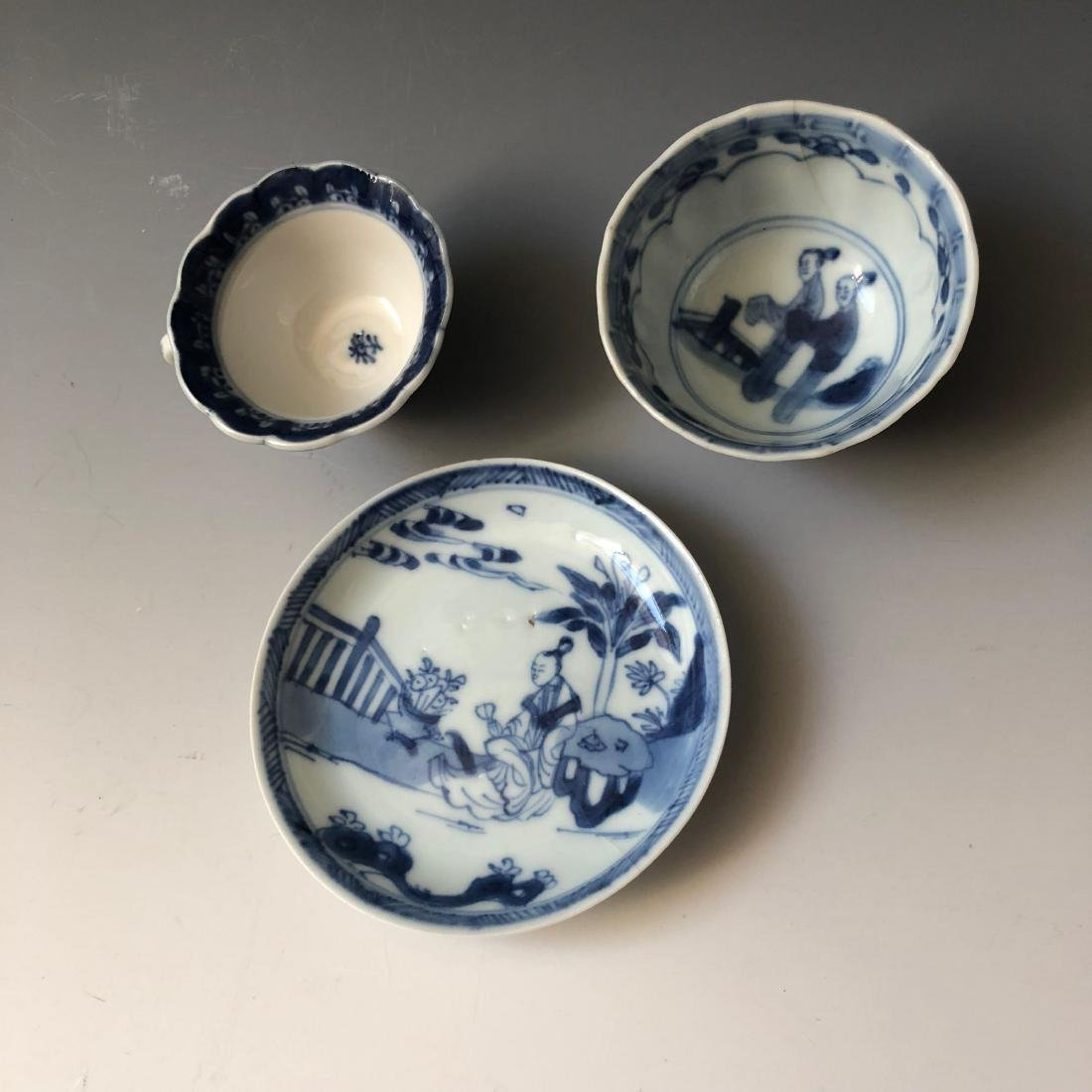 A SET OF CHINESE ANTIQUE BLUE AND WHITE PORCELAIN - 2