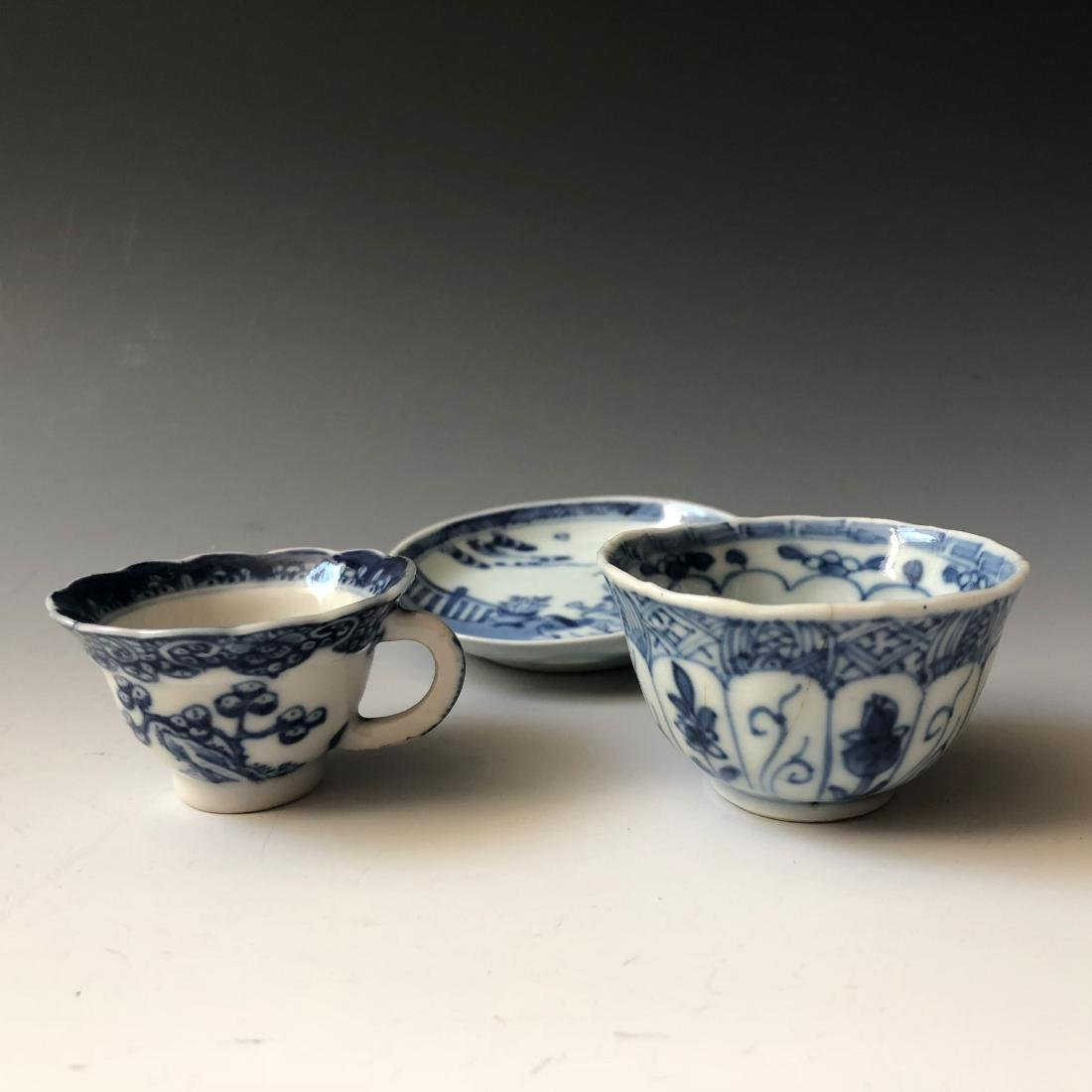A SET OF CHINESE ANTIQUE BLUE AND WHITE PORCELAIN - 5