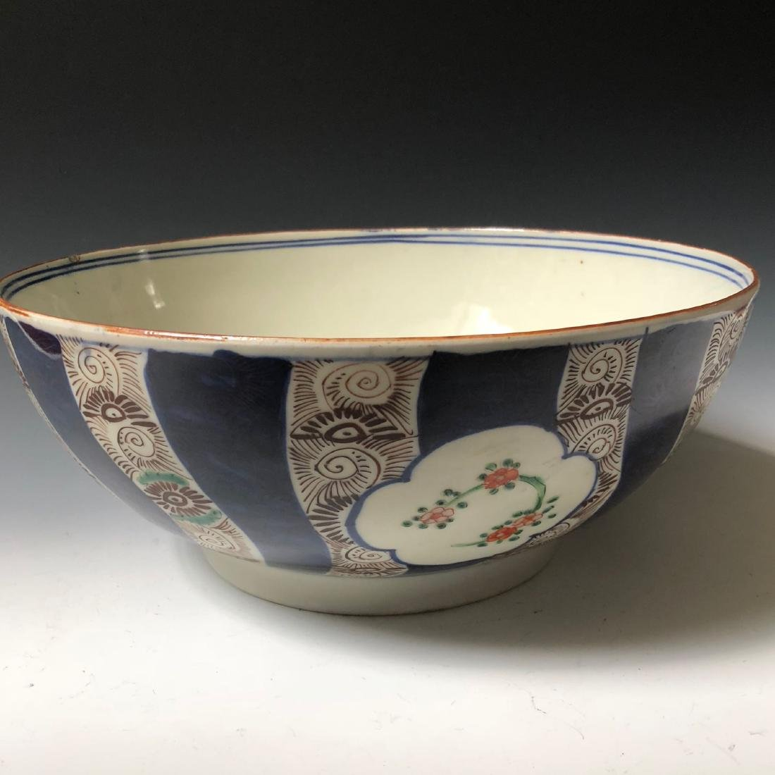 A JAPANESE PORCELAIN BOWL.