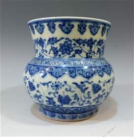 IMPERIAL CHINESE BLUE WHITE PORCELAIN VASE - QIANLONG