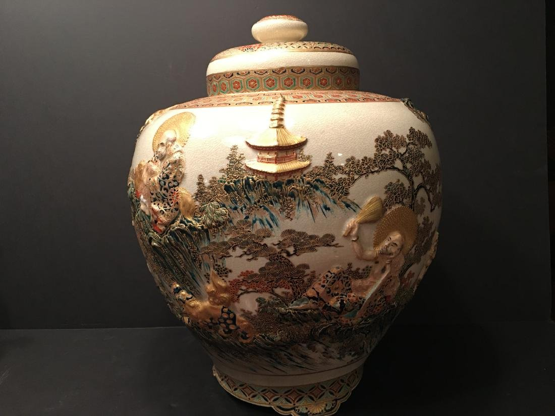 ANTIQUE Japanese Satsuma Covered Jar, Meiji period - 4