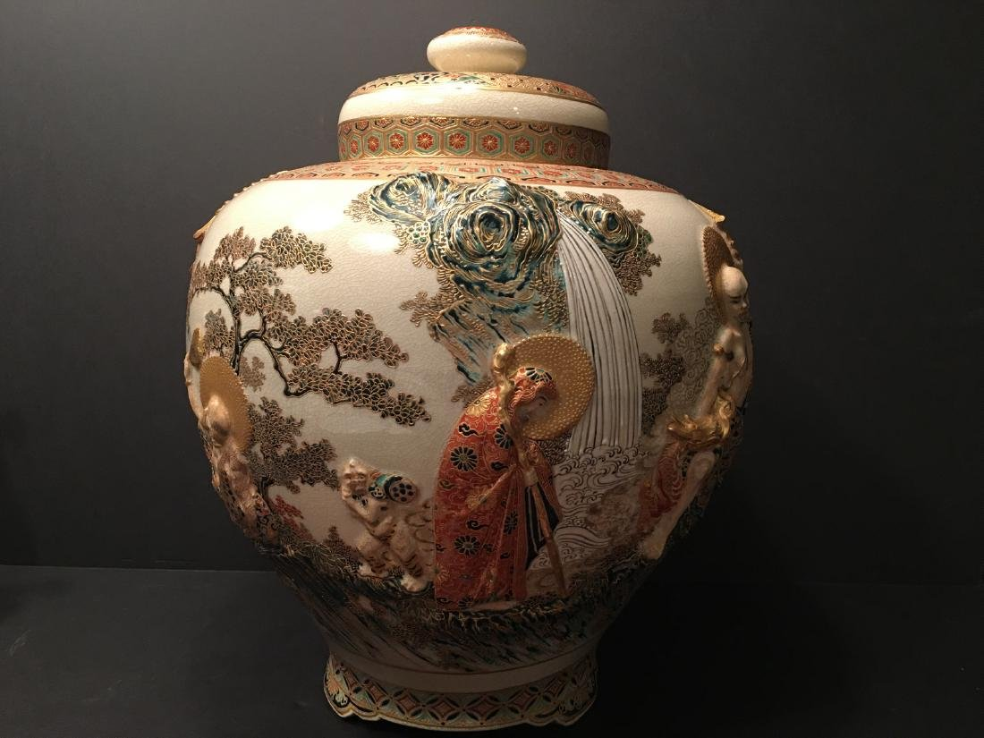 ANTIQUE Japanese Satsuma Covered Jar, Meiji period - 7