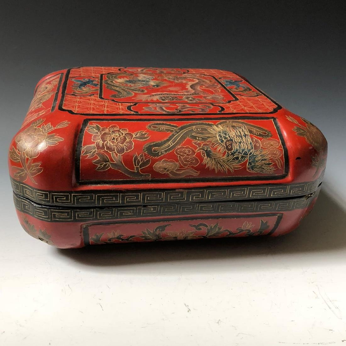A BEAUTIFUL CHINESE ANTIQUE RED LACQUER BOX