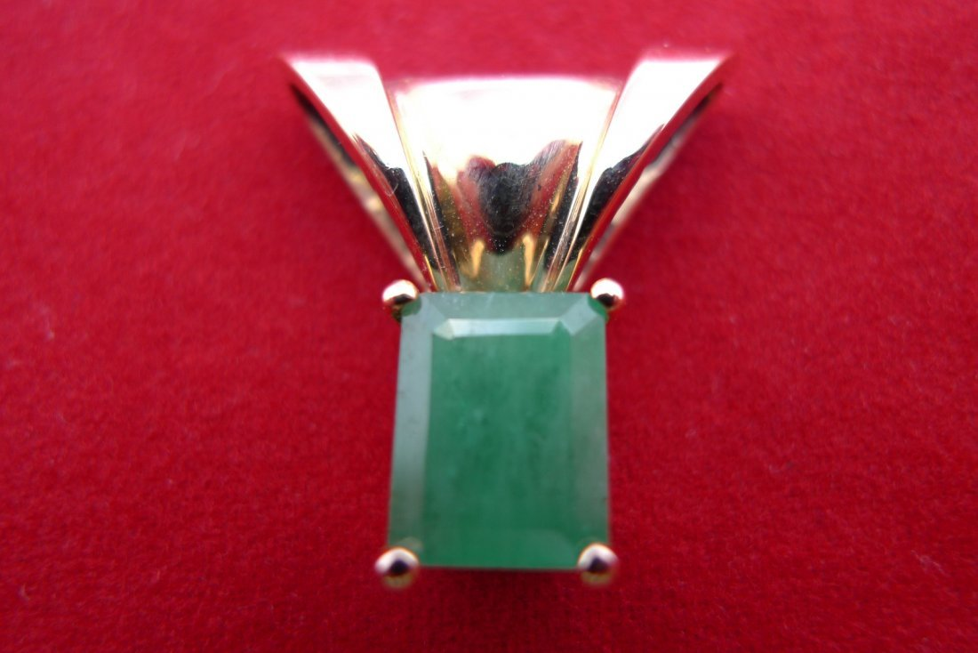14K Yellow Gold Natural Emerald Pendant. 2.7 Carat 4.3g