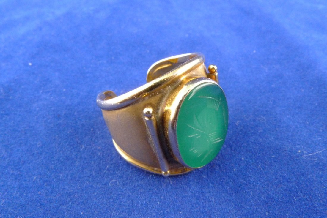 14K Yellow Gold Green Glass Carved Cameo Ring 8g