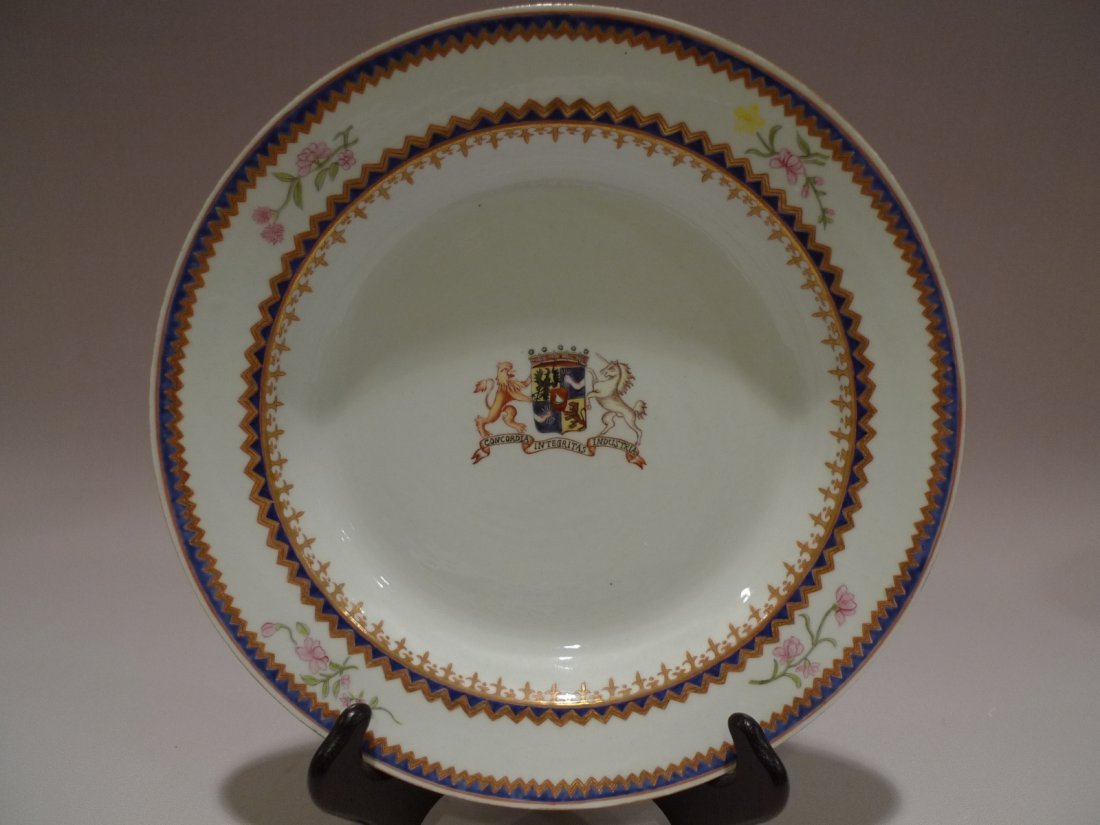 CHINESE FAMILLE ROSE ARMORIAL PORCELAIN PLATE