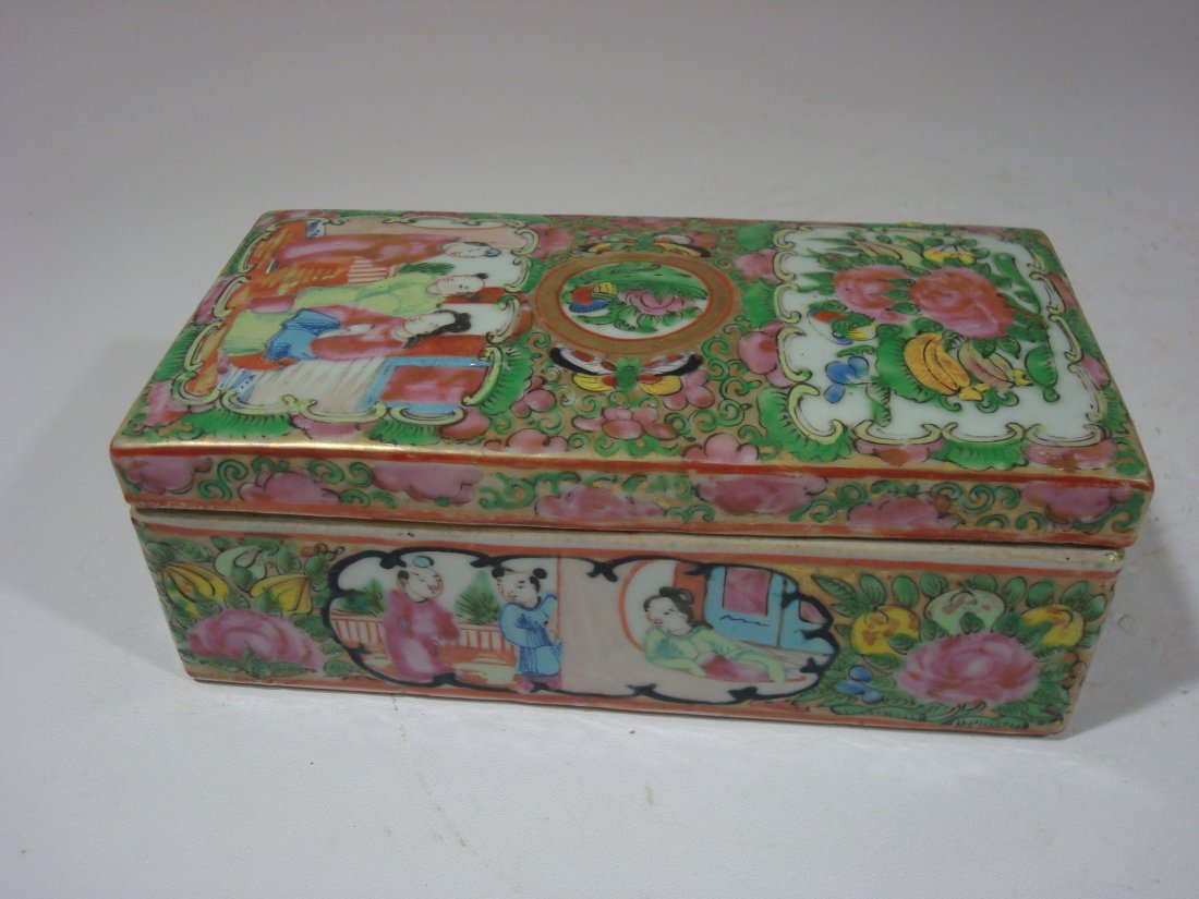 ANTIQUE Chinese Rose Medallion Brush Box, 19th C