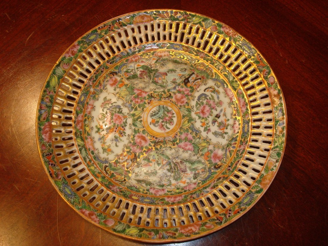 ANTIQUE Chinese Rose Medallioin Reticulated Plate, 19th