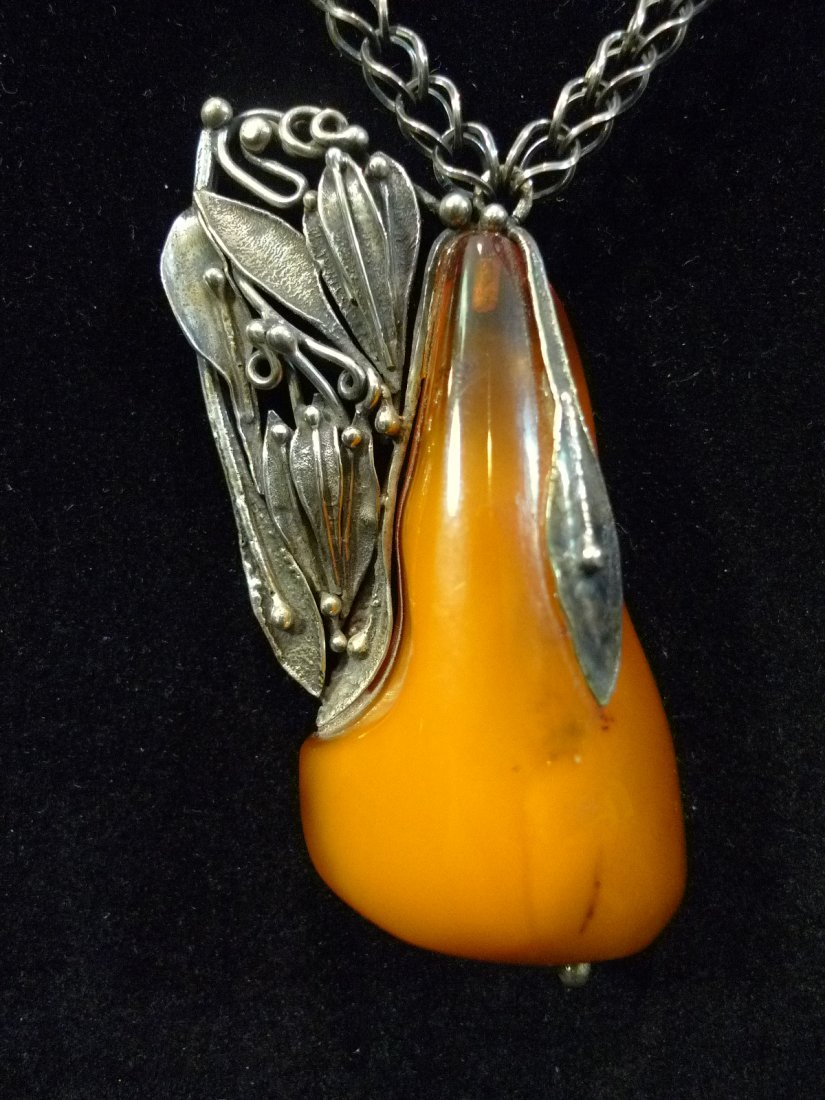RARE STERLING SILVER CHINESE AMBER MILA NECKLACE