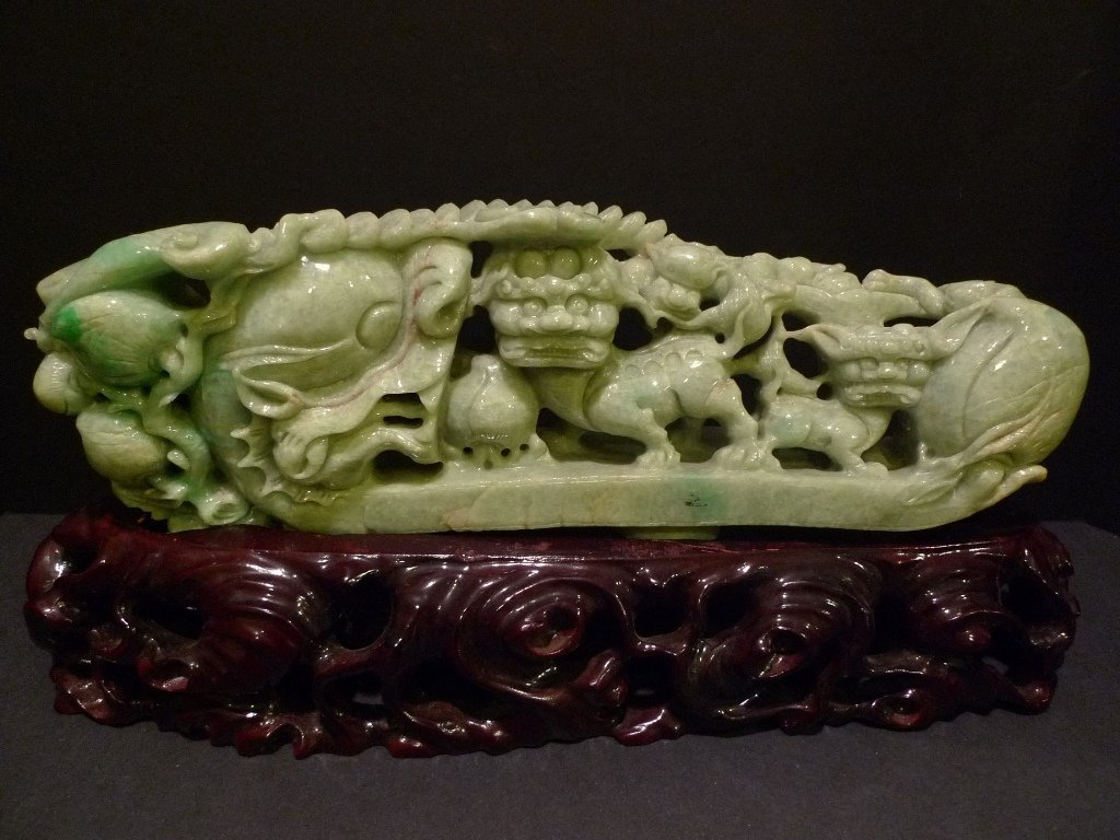 VERY LARGE CHINESE APPLE GREEN JADEITE CARVED DRAGON