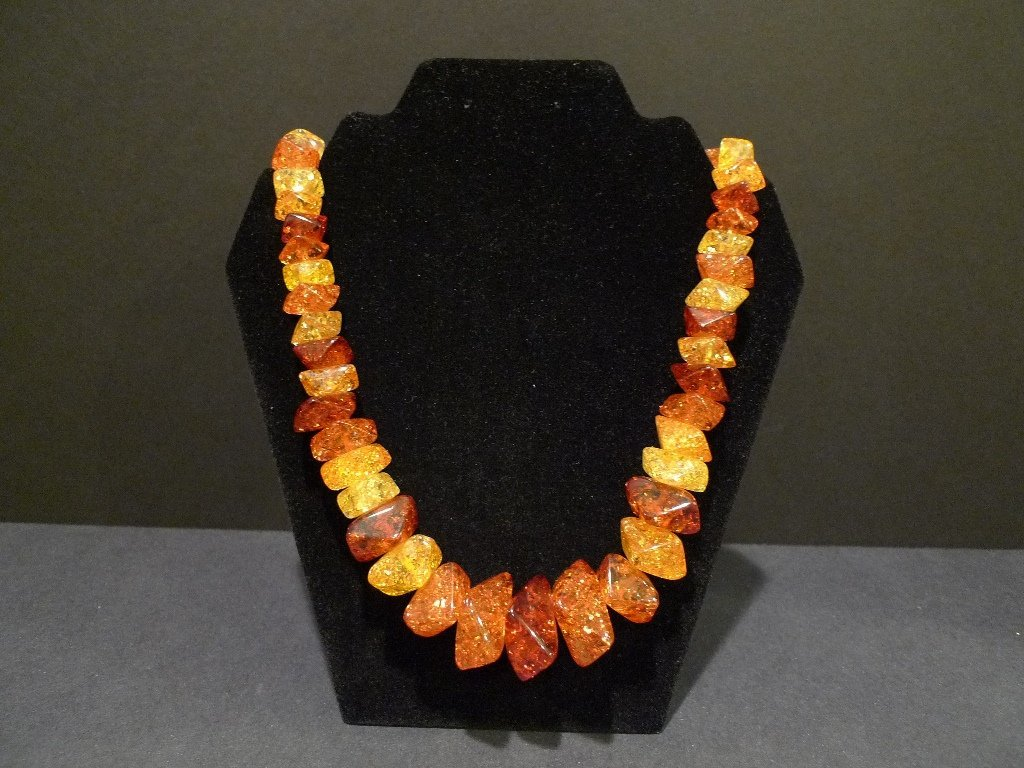 VERY LARGE IMPRESSIVE CHINESE NATURAL AMBER NECKLACE