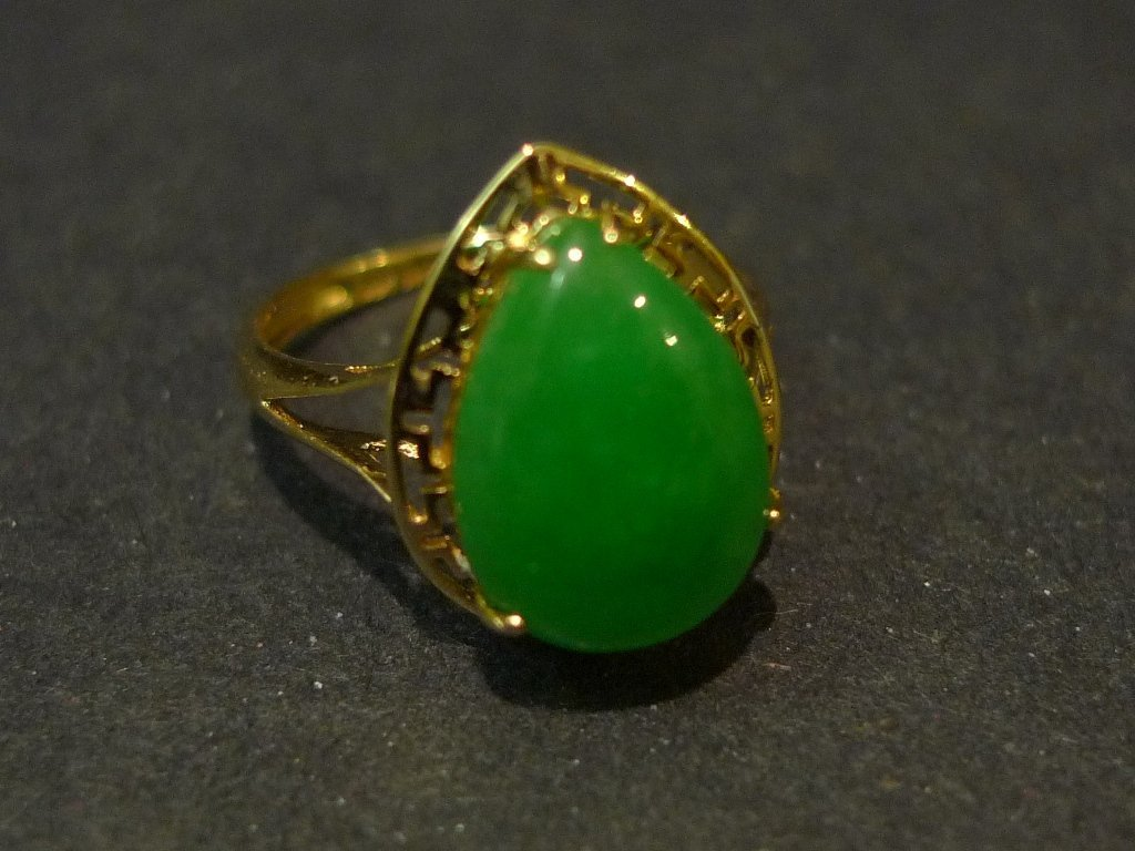 14K SOLID GOLD NATURAL GREEN JADEITE RING