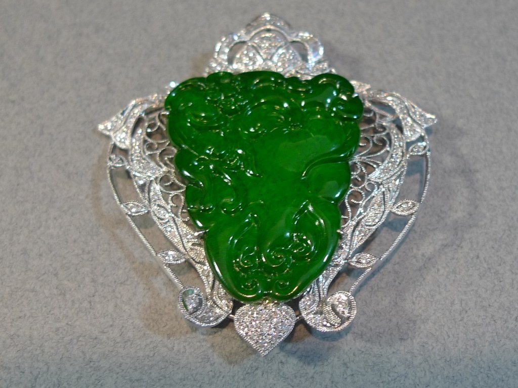 CERTIFIED STUNNING CHINESE GRADE A JADEITE GOLD PENDANT