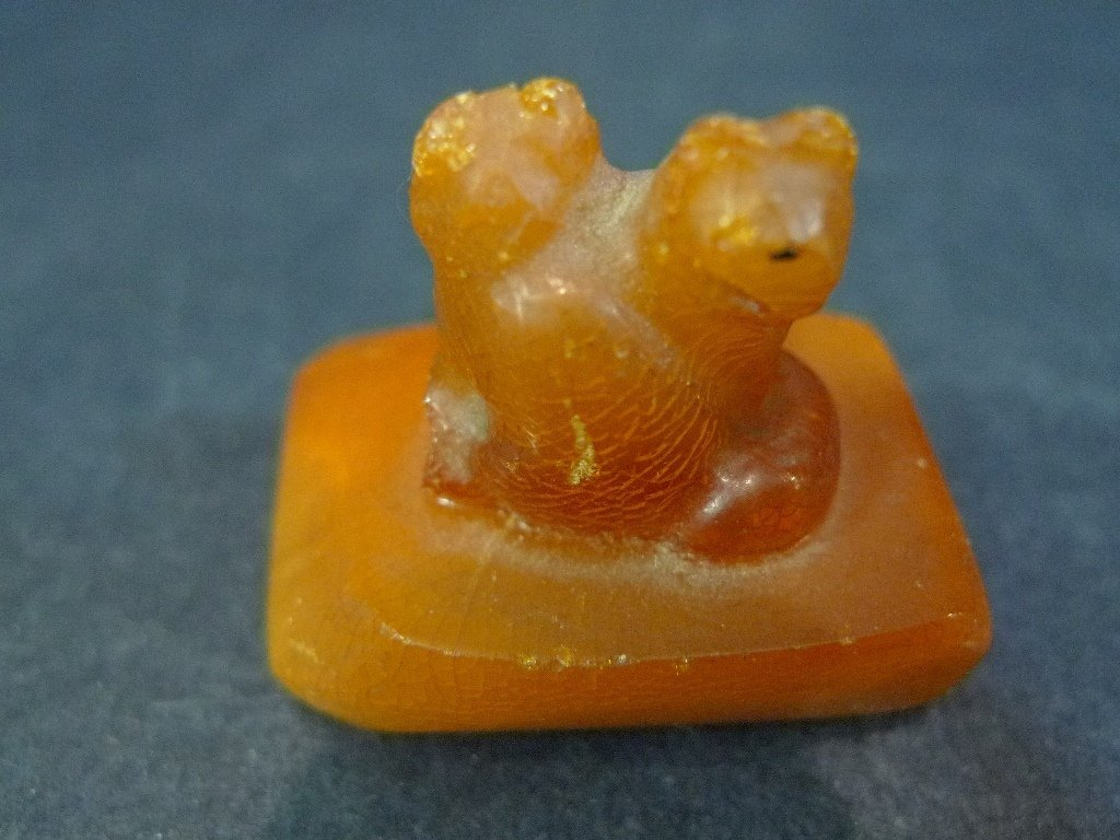 ANTIQUE CHINESE NATURAL AMBER MILA SEAL