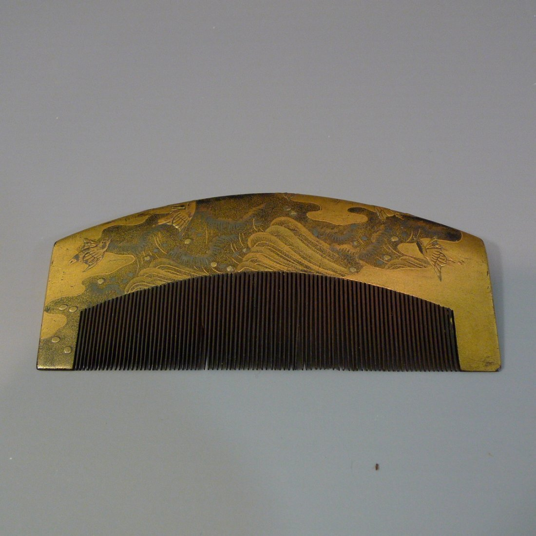 ANTIQUE JAPANESE LACQUER WOOD COMB - MEIJI PERIOD
