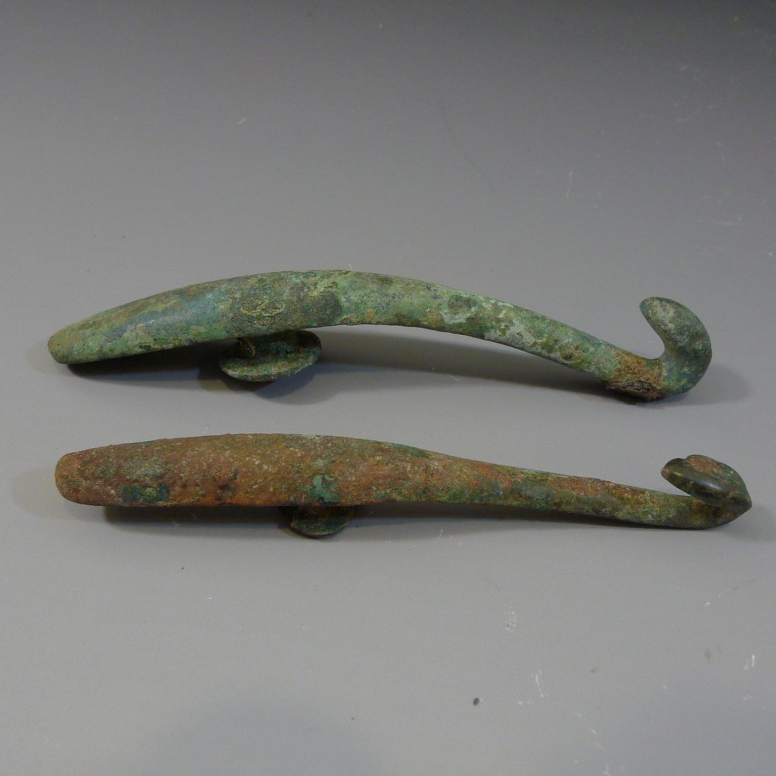 TWO ANTIQUE CHINESE BRONZE BELT BUCKLE - WARRING STATE